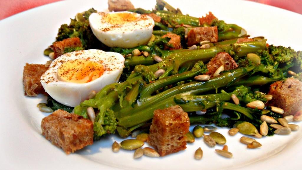 garam masala salad - broccoli with eggs