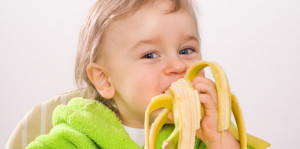 Banan medicinal uses for children child-eating-banana