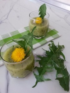 Liver-Cleansing-Super-Detox-Smoothie- carrot-cucumber-dandelion flowers juice