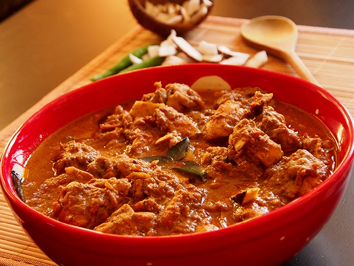 Spicy and delicious Chicken curry (Nadan Kozhy curry)