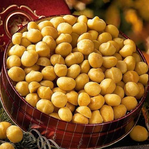 macadamia _nuts in pot