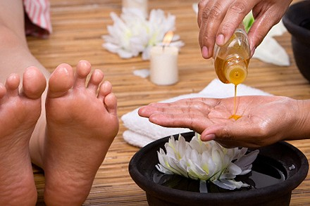 Reflexology-Foot-Massage-With-Oil-Foor relexology
