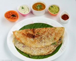 rava-dosa-breakfast-with chutney