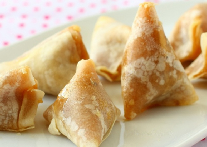Churuttu recipe or Thin Flour Sheets with sweetened Rice filling