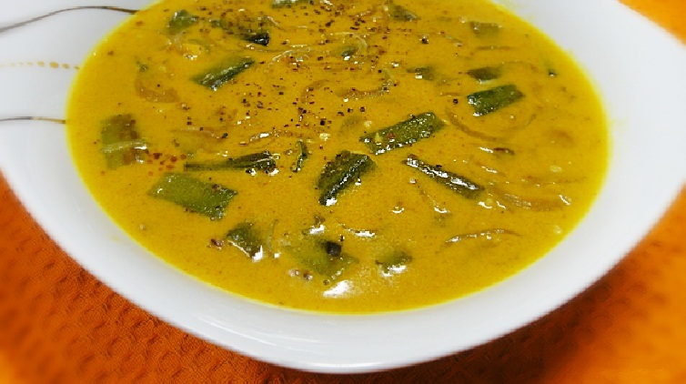 Vendakka mappas or Ladies finger curry with grated coconut milk