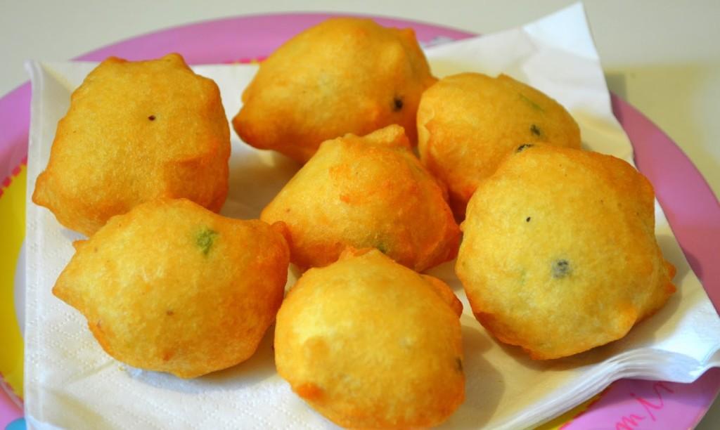 Aloo bonda/ urulaikizhangu bonda or Potato bonda