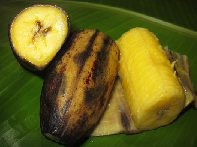 Ethakka Pazham Puzhungiyatu or steamed ripped plantains