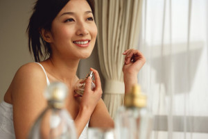 lady applying perfume