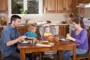 parents eating with htier children parenting