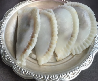 Sihi Kadubu or sweet modak
