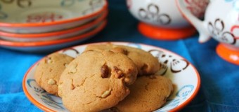 Soft and chewy Walnut cookies with honey