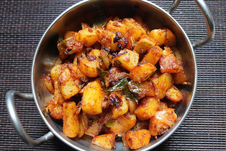 Simple Potato roast or Ennai Urulai Kizhangu Varuval recipe