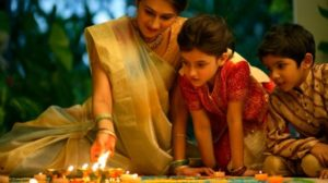 diwali-family_celebrating-gifts-buy-online Deepavali-Diwali