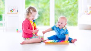 natureloc-baby-needs-cute-baby-kids-playing-with-toys